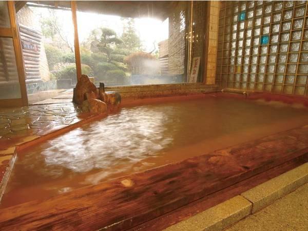 【大浴場】全国でも希少な炭酸泉。加温された温泉はしゅわしゅわからとろとろのお湯へ