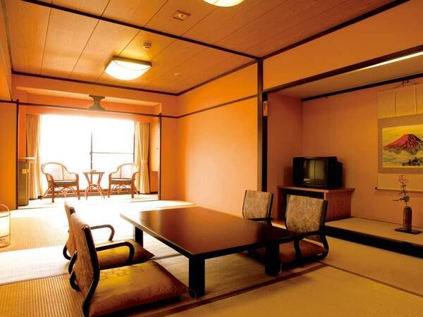 高層階街側の眺望!12畳の広々和室 バス・ウォシュレットトイレ付き