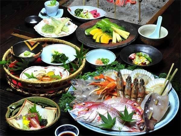 【アワビの踊り焼き付!海鮮づくしプラン/例】新鮮な海の幸をじっくり炙ってお召し上がりください ※写真は4人前