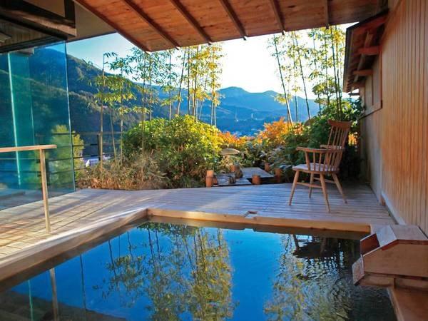 【露天風呂】下呂の温泉街や益田川を一望しながら湯あみを愉しめる