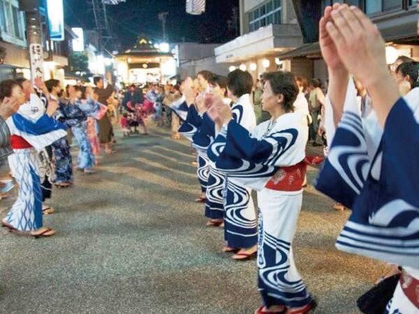 例年7月中旬~9月上旬にかけて開催の郡上踊り/例