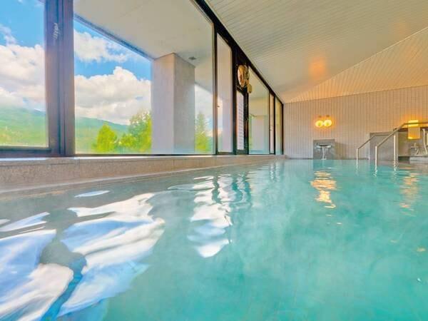 【男性大浴場】昼間は飛騨の山々、夜は夜景と2度楽しめる