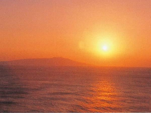 海側客室からは天気が良ければ朝日を望む