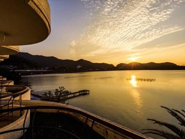 【眺望/例】浜名湖越しに昇る朝日は格別