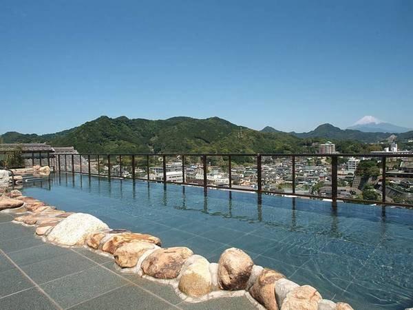 【ニュー八景園】【風呂クチコミ93点!(10/7時点)】絶景富士ビュー、全長15メートルの圧巻天空露天風呂!