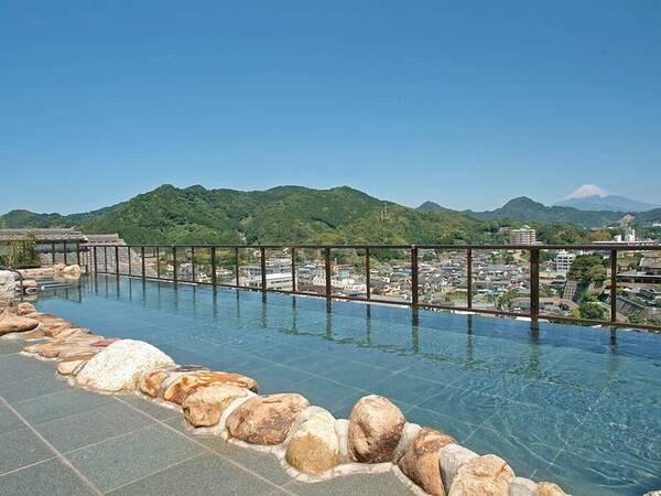 【天空露天風呂】富士山を望む解放感ある露天風呂