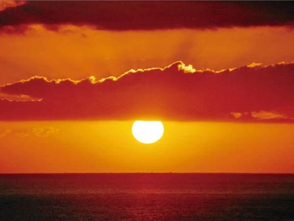 【眺望/例】晴れた日には海に昇る朝日を眺めることができる