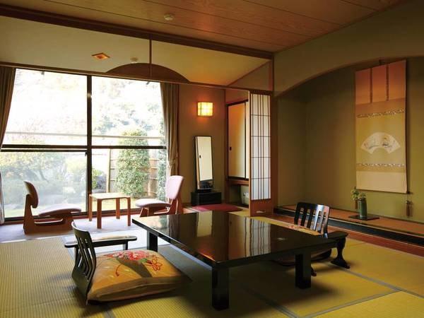 【新館和室(12畳)/例】。庭を望み、広々とした上質な和の空間