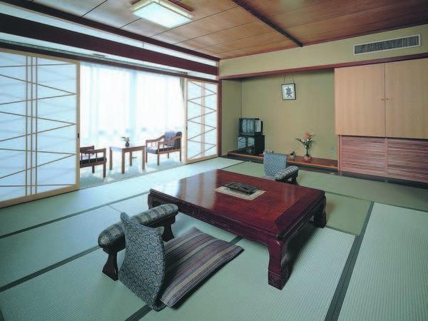 全室、三河の海を望む寛ぎの和室へご案内/例