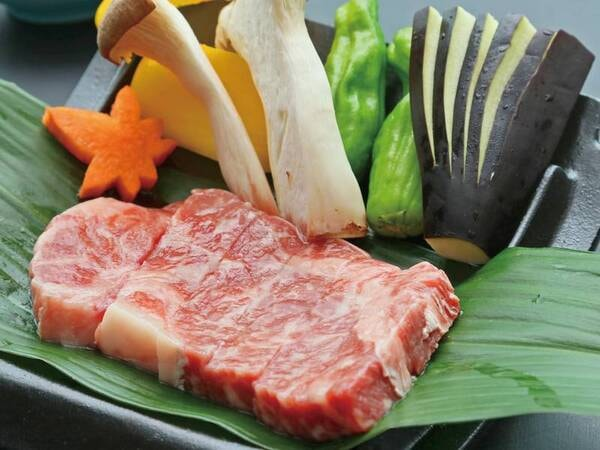 【知多牛付き山海の幸プランの夕食料理/例】知多牛のサーロインステーキはお好みの焼き加減で。塩・醤油・わさびをお好みで