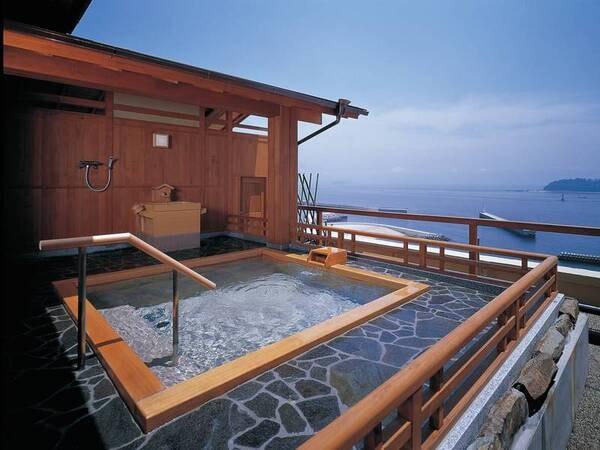 【天空の露天風呂/天海の湯】最上階に位置し自然に囲まれ心潤う