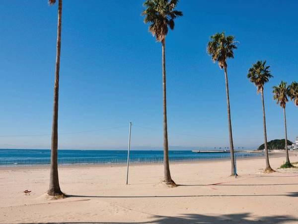 【立地】宿からビーチまでは徒歩10秒!白い砂浜と蒼い海が広がる景観美