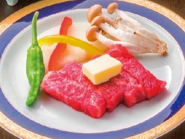 【あわび・豚しゃぶ&知多牛ステーキ付会席の料理/例】地元ブランド牛「知多牛」のステーキの他に、活あわび踊り焼き、知多豚しゃぶしゃぶ、お造り盛合せ等の豪華会席をリーズナブルな価格設定でご提供