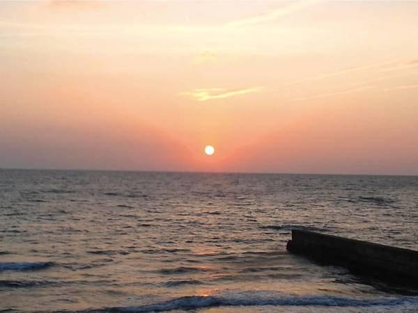 【眺望/例】伊勢湾を望む客室からは茜色に染まる夕暮れを楽しめる