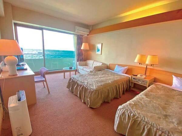 【洋室/例】伊勢湾を望むバルコニー付6・7階の22平米洋室にご案内