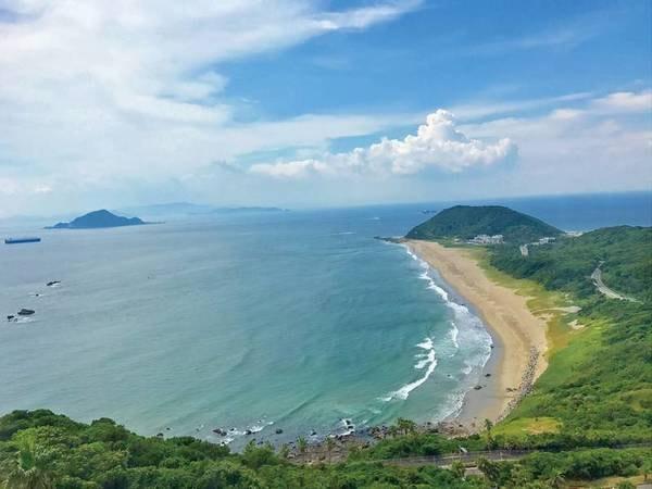 【立地】日本の百選にも選ばれた絶景、<恋路々浜>を眼下に望む