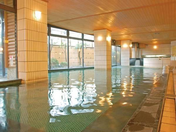 【殿方大浴場】開放感のある湯船