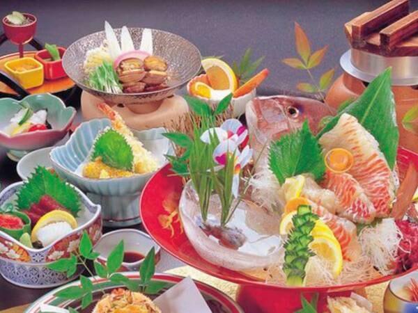 【館主こだわり波の穂海鮮プランの夕食/例】南知多の地産食材を使用した料理など、海の幸を満載の和会席をお値打ち価格でご提供! ※鯛盛りは4名様以上