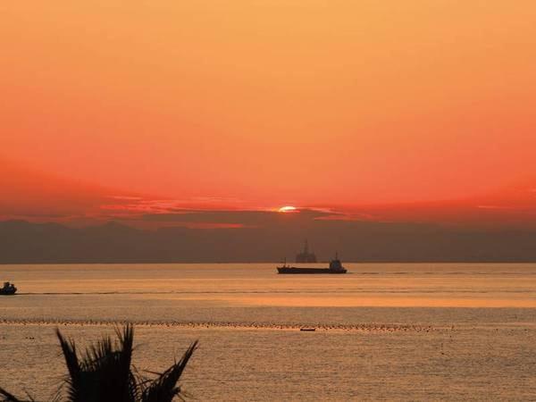【客室眺望/例】伊勢湾に沈む夕景は圧巻!