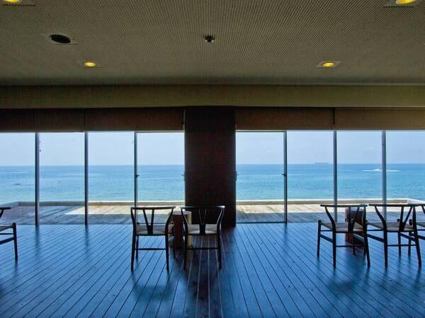【ロビー】伊勢湾の海と夕日を一望