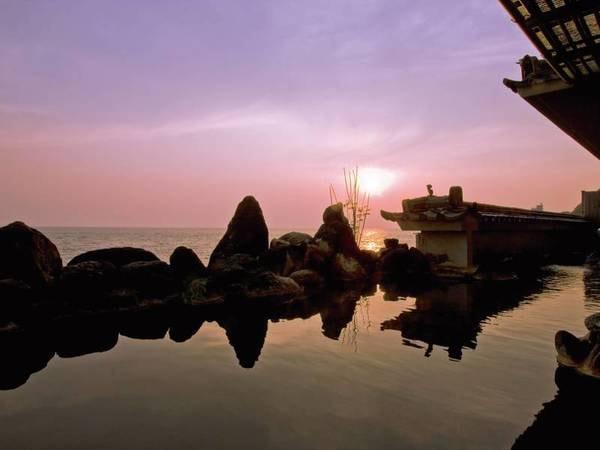 【露天風呂】伊勢湾に沈む夕日はまさに極楽・絶景!