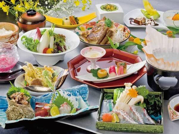 【人気No.1お食事プラン[彩麗]の夕食/例】味もボリュームも納得。旬の食材を取り入れた創作会席料理。地場産鮮魚姿盛り刺身の盛合せなど約11品