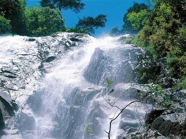 【周辺観光】「蒼滝」は御在所ロープウエイ乗り場近くのマイナスイオンスポット ※登山道使用