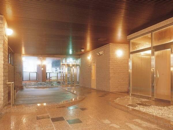 【大浴場】打たせ湯や檜風呂の他にサウナも完備