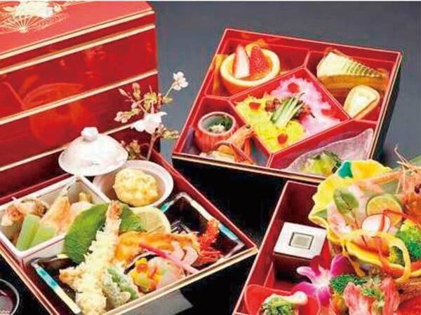 【御重膳/例】重箱に美しく盛り付けられた料理の数々に、思わず息を飲む。周りを気にせずお部屋食で。