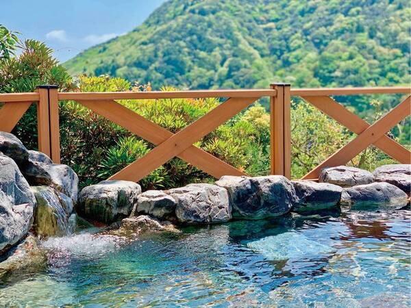 【露天風呂/昼】鈴鹿山脈の大自然を満喫できる造り