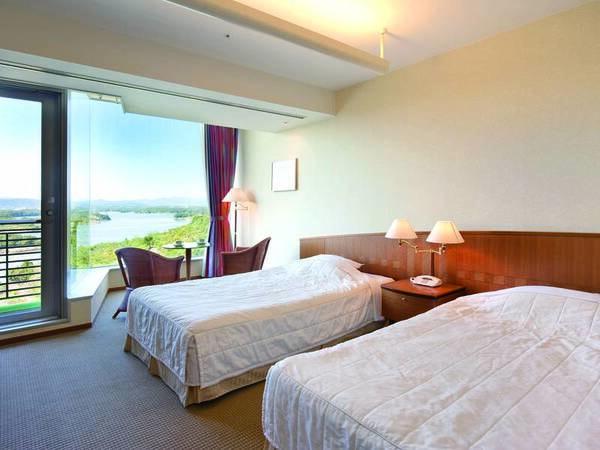 【客室/例】大きな窓から志摩の美しい海を望む37㎡洋室