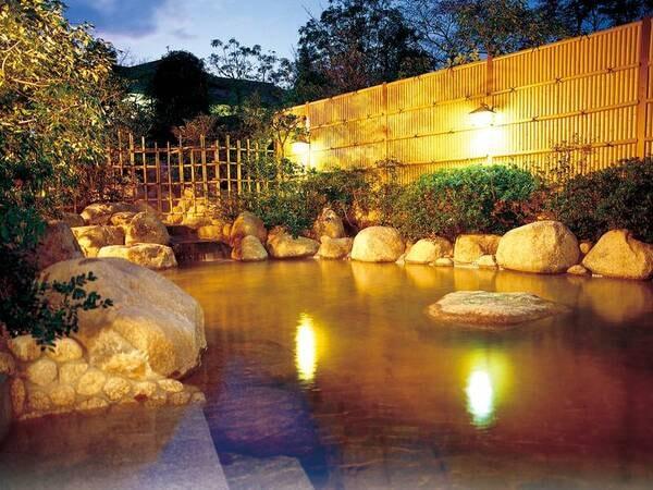 【露天風呂・なごみの湯】源泉かけ流し!地下1,300mから汲み上げる源泉が翡翠色の湯に