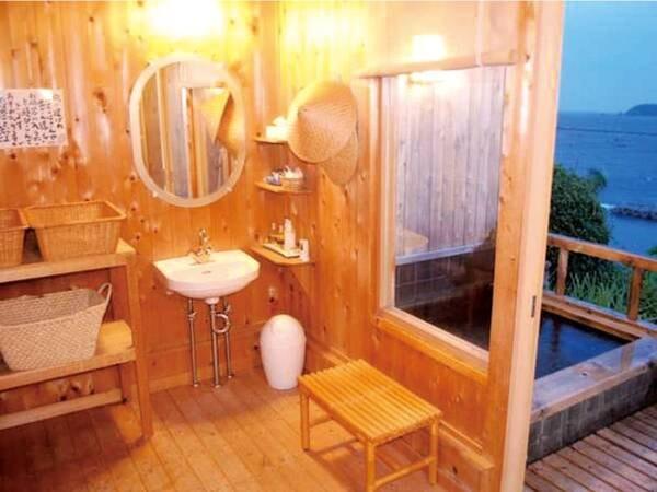 【貸切露天風呂】全面檜でできた貸切展望露天風呂