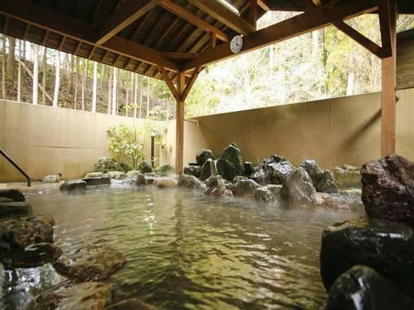 ゆっくりつかれる大浴場の露天風呂