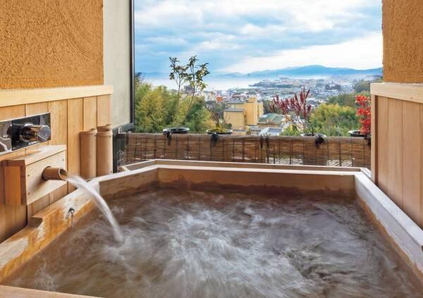 のんびりと寛げる露天風呂付き客室(檜タイプ一例※指定不可)