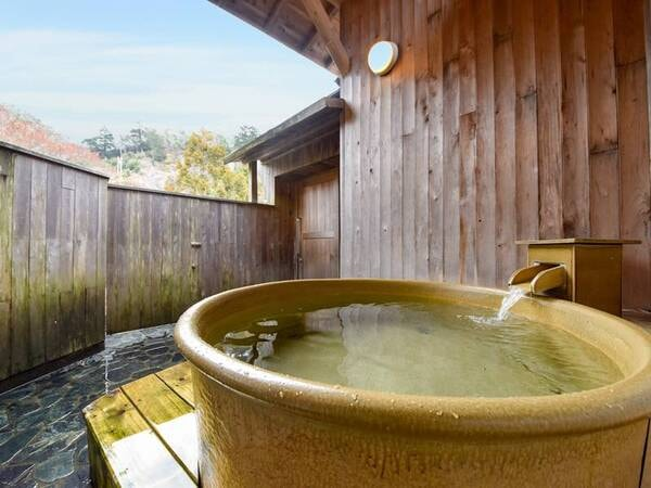 【*貸切露天風呂】開放感があり、自然をたっぷりと感じられます。