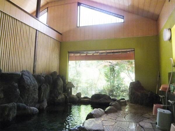 【滝本館】広々とした温泉が自慢!茶畑の中で、野鳥のさえずりや川のせせらぎを聞きながら、ゆっくりとした休日を♪