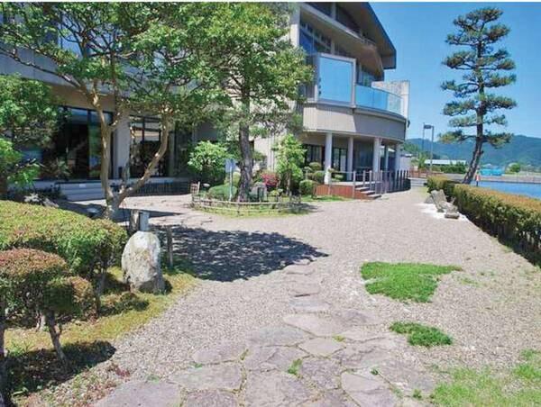 【ホテル中庭】智恩寺への通路もあります