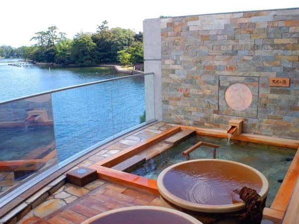 【天橋立ホテル】日本三景の一つ、天橋立を眼下に望む宿。大浴場から神秘的な絶景が見渡せる。
