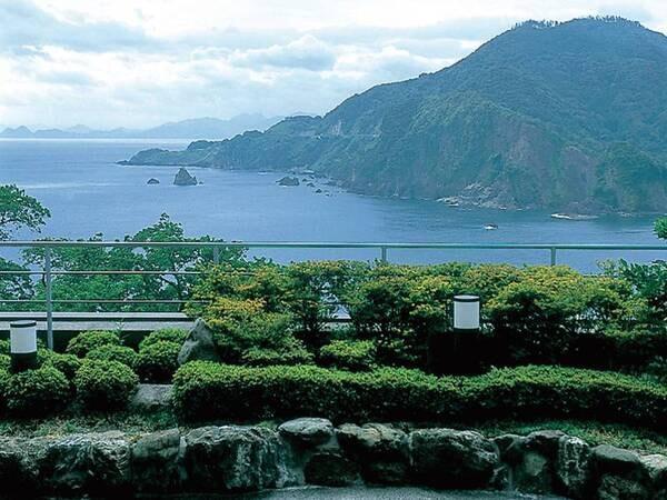 【油屋本館2Fテラス】 目の前に広がる広大な日本海をひとり占め!絶好の撮影ポイント