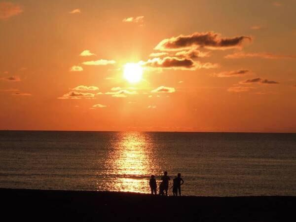 絶景!一度は見たい夕日ヶ浦海岸に沈む夕日