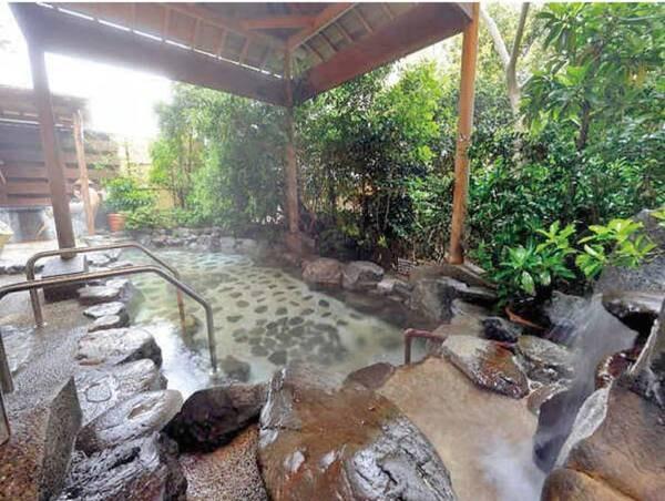 【露天風呂】美人の湯で有名な夕日ヶ浦温泉が注ぐ