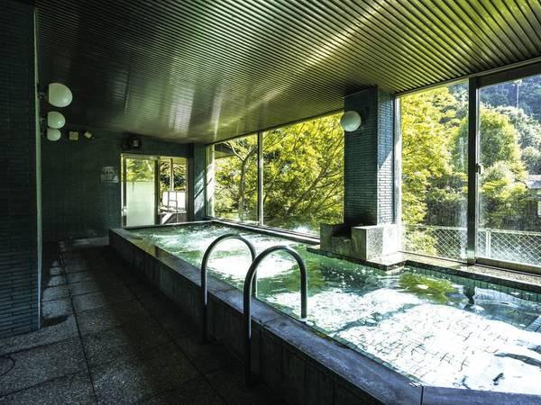 【み奈美亭】★GO TOトラベルキャンペーン対象宿!クーポン利用で35%引き★犬鳴川のそばに建つ、懐石料理が旨い大阪近郊の秘湯宿。リフレッシュできる森林浴も楽しみ