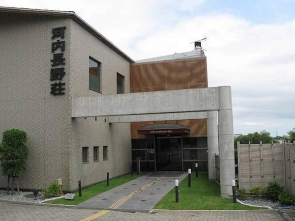 【外観】河内長野駅より徒歩8分。長野公園に隣接しており、四季折々の自然を満喫できる