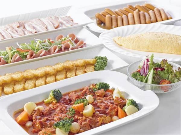 【朝食/例】和洋バイキングはサラダやフルーツも充実
