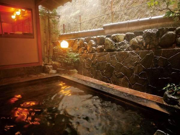 【湯楽 Kinosaki Spa&Gardens】伝統とモダンが調和した空間へ。3種の貸切露天風呂無料・7つの外湯無料入浴券もご用意