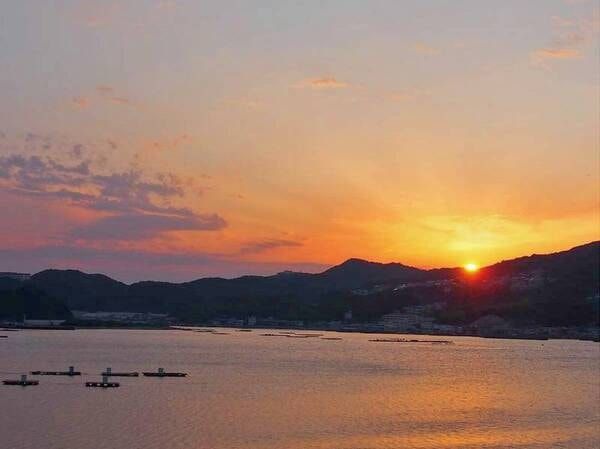 【ホテル前眺望】福良湾と美しい夕景が愉しめる