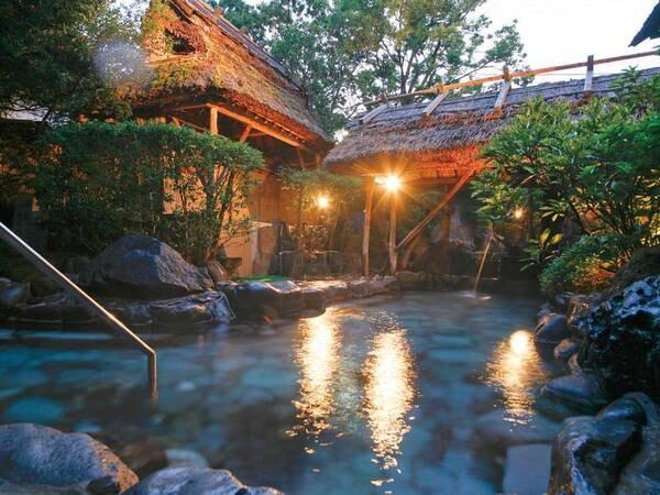 【朝野家】華道、茶道、香道の三道を基本にした温かいおもてなしが好評!               情緒豊かな露天で自家源泉の湯を満喫できる