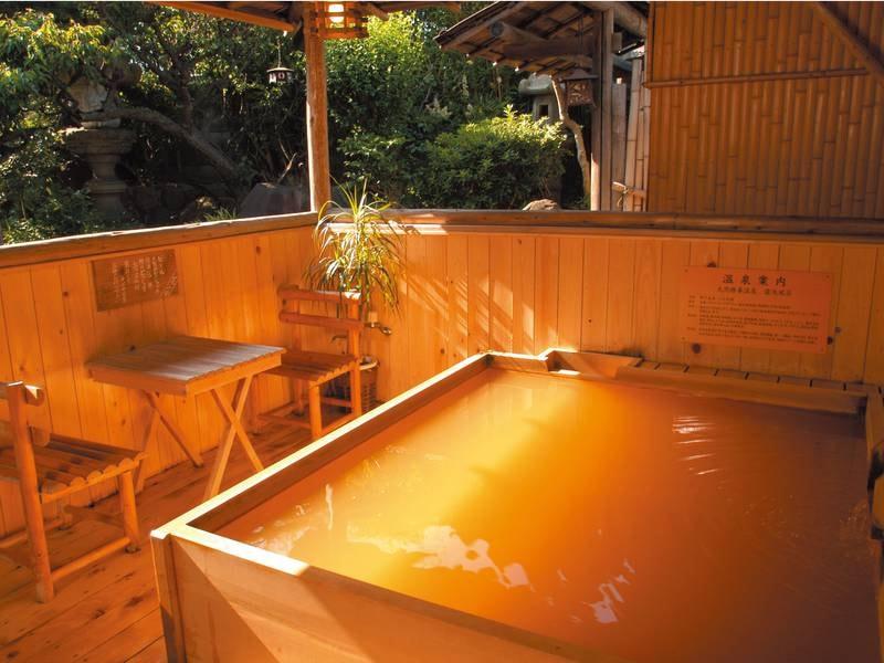 【露天風呂】【露天風呂】明石温泉は鉄分・塩分・カルシウムを多く含んでおり療養温泉と認定されている