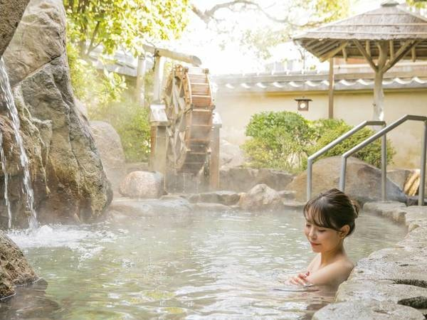 【露天風呂】湯触りなめらか美人の湯